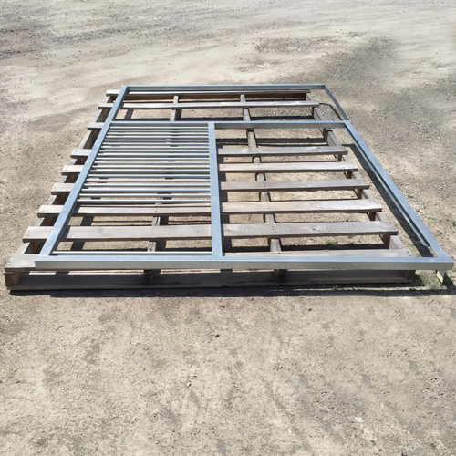 12' Portable Panel Stall Front W/ Feed Door Opening - S&D